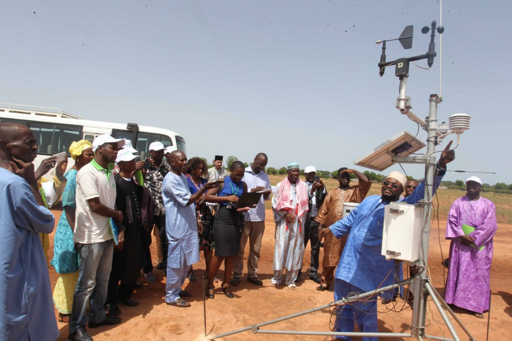 Participants are introduced to automatic weather station. Photo: Oumar Diop, AMAP