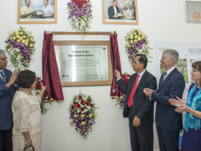 Dr William Dar unveiling the plaque. Photo: PS Rao, ICRISAT
