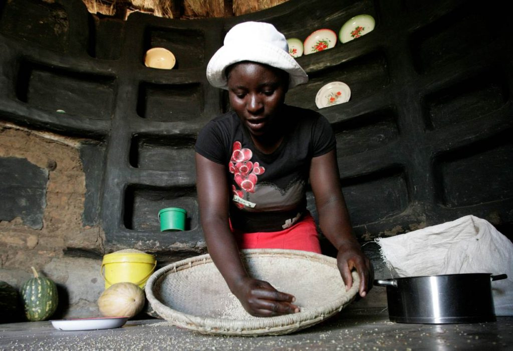 A woman prepare sorghum for food at her home in drought-hit Masvingo, Zimbabwe, June 1,2016. REUTERS/Philimon Bulawayo
