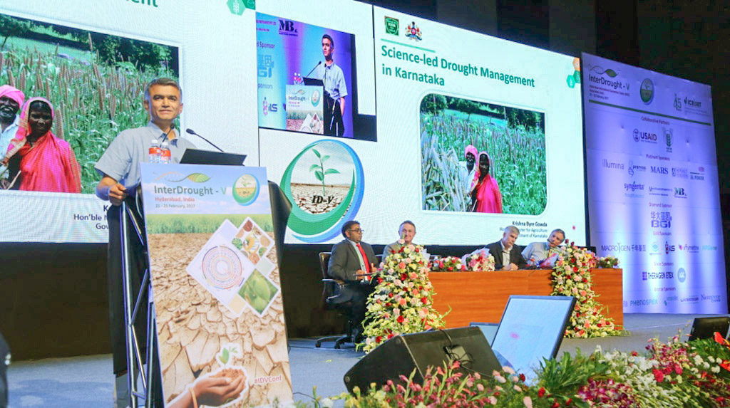 Mr Krishna Byre Gowda, Minister of Agriculture, Govt. of Karnataka, speaking at the InterDrought-V held in Hyderabad, India. Photo: Shiva/Somesh