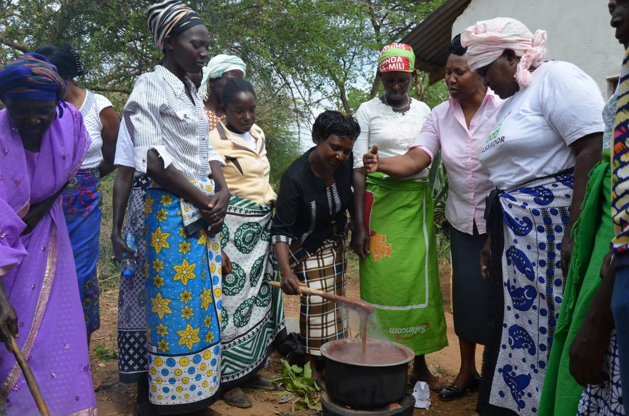 County health officer Francisca trains community health workers on cooking with smart foods to diversify diets in Makueni, Kenya. Today's menu is sorghum and cowpea pilau, pigeonpea stew, green gram chapattis and finger millet porridge. Photo: Alina Paul-Bossuet