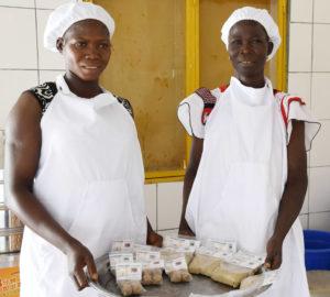 Ouedraogo Rokiatou et Ouedraogo Nonglimgnyan sont productrices et transformatrices de sorgho et mil dans le village de Lebda village.