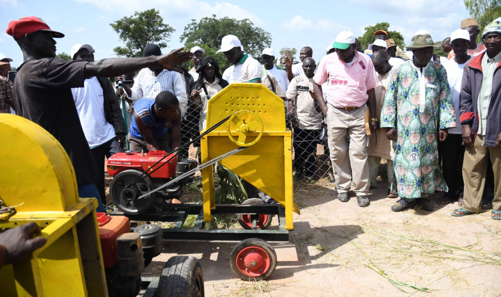 Demonstration of chopping machines to improve animal feeding. PC: A. Diama, ICRISAT