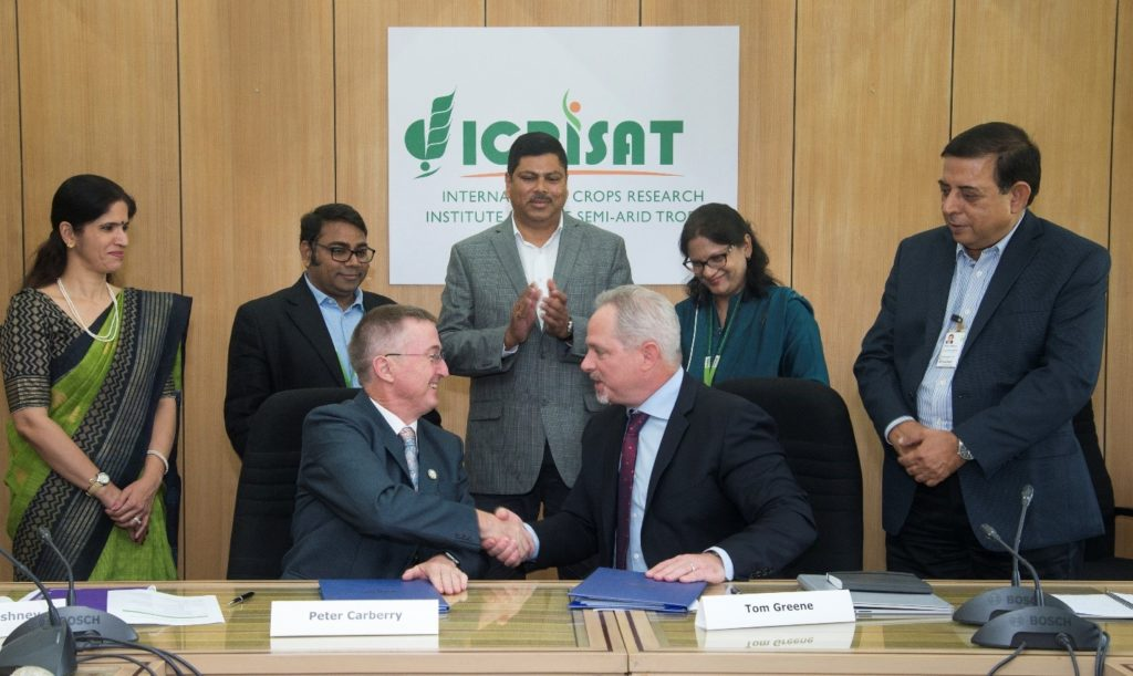 Dr. Peter Carberry, Director General (Acting), ICRISAT, and Dr. Tom Greene, Senior Research Director, Corteva Agriscience™, after signing the Master Alliance Agreement for technology sharing. Photo: S. Punna