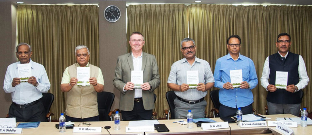 (L-R): Padma Shri Dr EA Siddiq, Dr CD Mayee, Dr Peter Carberry, Dr Sanjeev Jha, Dr Ventakteswarlu and Dr Rajvir Rathi at the meeting.