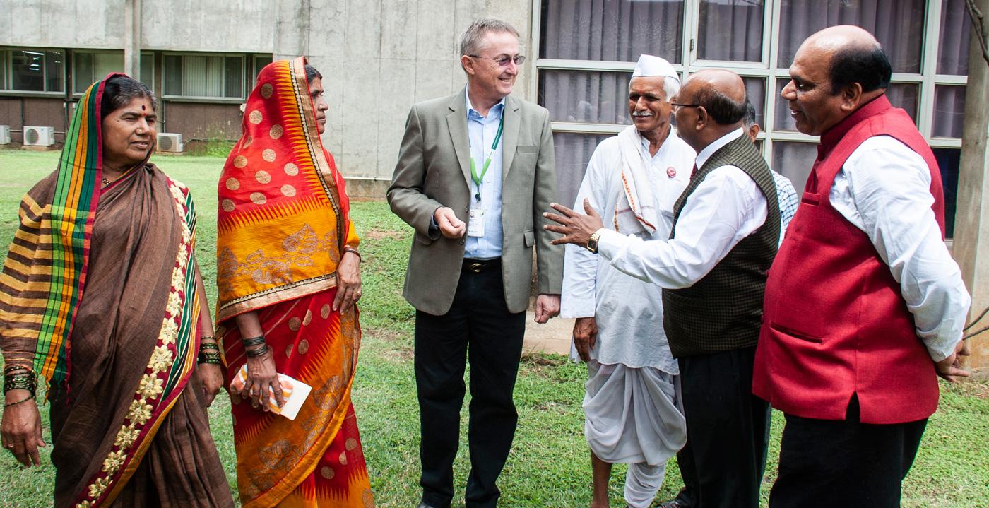 (L-R) Smt Sunanda Shinde; Smt Ahilyabai Shinde; Dr Peter Carberry,Director General (Acting), ICRISAT; Sri Madan Rao Shinde; Prof AS Dhawan, Vice Chancellor, VNMKV; and Dr DP Waskar, Director of Research, VNMKV. Photo: PS Rao, ICRISAT
