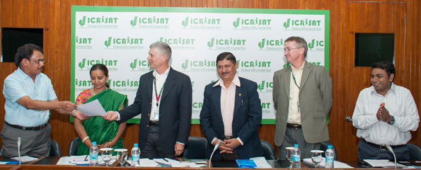 At the project launch (L-R) Dr Krishnappa, Ms Ambika, Dr David Bergvinson, Director General, ICRISAT, Mr Narasimharaju, Dr Peter Carberry, Deputy Director General Research, and Dr Varshney. Photo: PS Rao, ICRISAT