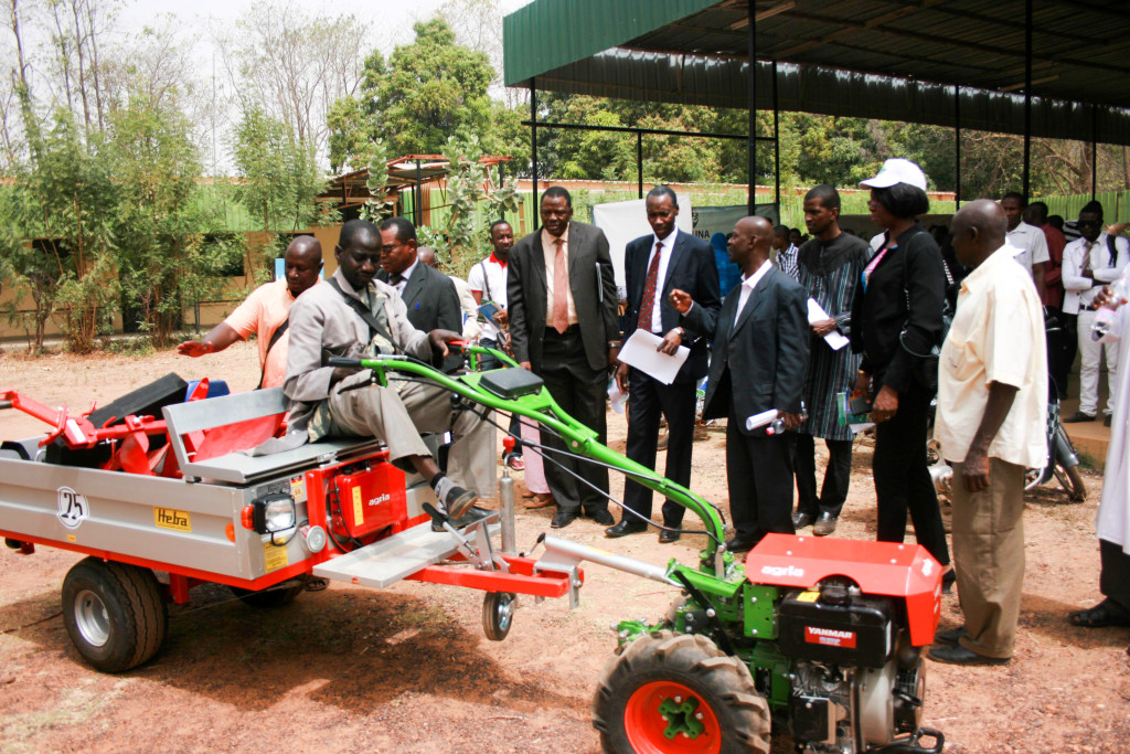 Demonstration of machines as part of the launch ceremony of the Youth Business incubation (YBI). Photo: A Diama, ICRISAT