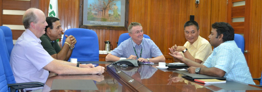 Mr Masakui interacts with ICRISAT scientists. Photo: T Venugopal Reddy, ICRISAT