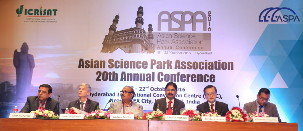 L to R: Dr Kiran K Sharma, Dr David Bergvinson, Dr Krishna M Ella, Dr H Purushotham, Dr Hiroshi Uchida and Dr Saikat Datta Mazumdar at the inaugural session of the Asian Science Park Association 20th Annual Conference.