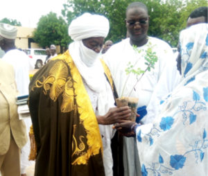His Excellence Moussa Ousmane distributes plants to women at the project launch. Photo: Mahamane Badamssi, ICRISAT