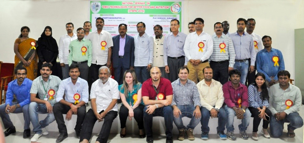 ICRISAT participants with the seminar organizing committee. Photo: ICRISAT