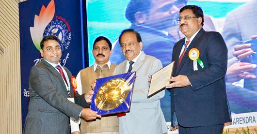 Dr Rajeev Varshney receiving the Shanti Swarup Bhatnagar award (citation, plaque and cash) from Dr Harsh Vardhan, Union Minister of Science and Technology, Mr YS Chowdary, State Minister of Science and Technology and Dr Girish Sahni, Director General CSIR in Vigyan Bhawan New Delhi.
