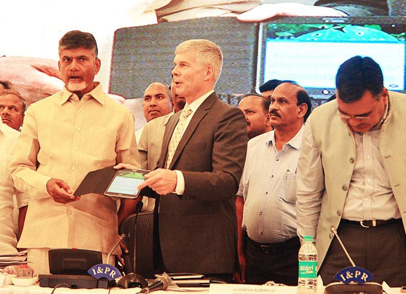 Andhra Pradesh Chief Minister N Chandrababu Naidu launches Plantix app at Vijayawada on Thursday. Photo: ICRISAT