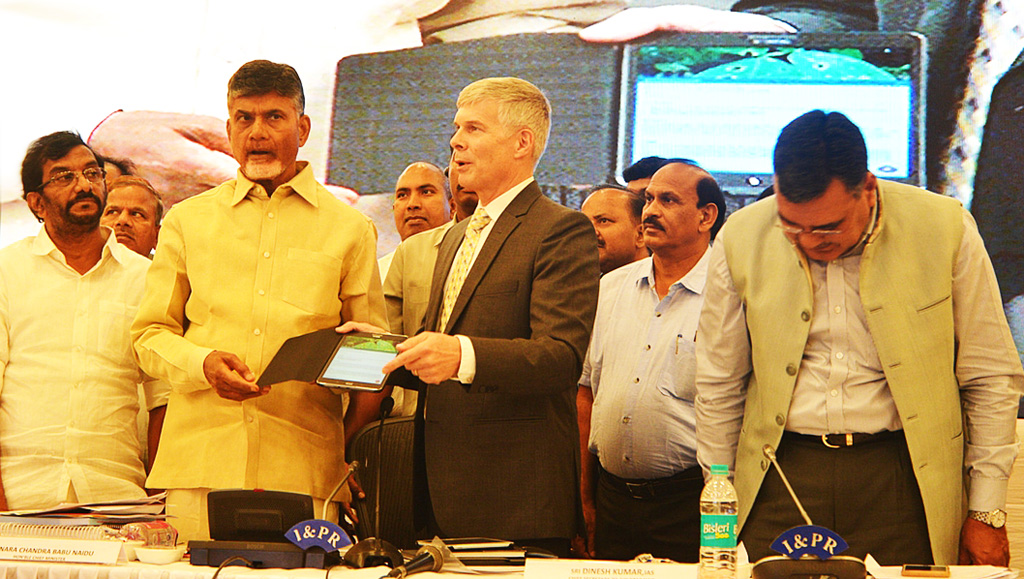 Andhra Pradesh CM N. Chandrababu Naidu launches Plantix App, developed by German startup PEAT with the International Crops Research Institute for the Semi-Arid Tropics (ICRISAT) and Acharya N. G. Ranga Agricultural University (ANGRAU) at Vijayawada on Thursday Photo: ICRISAT