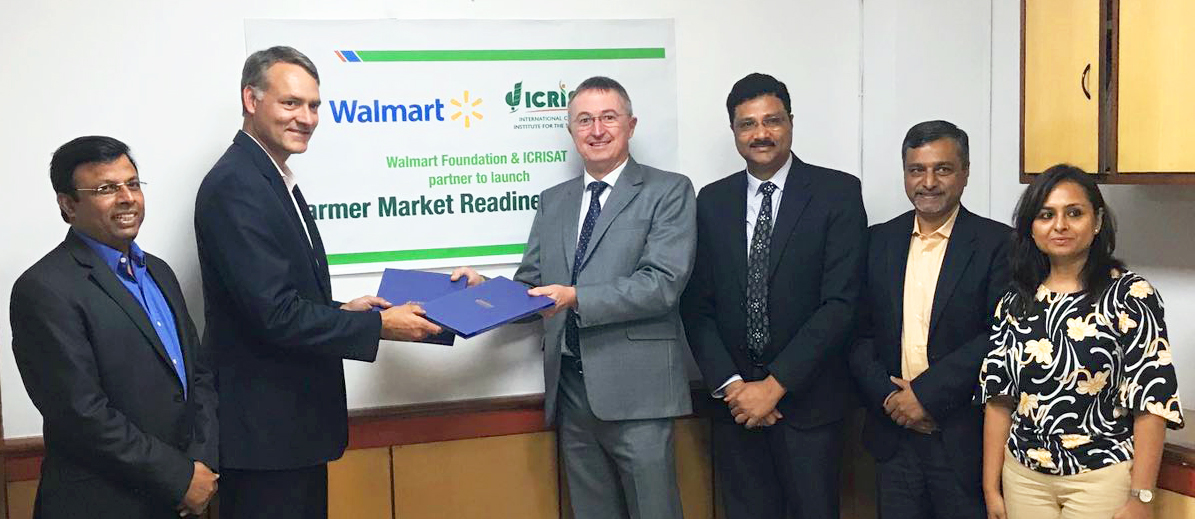 (L-R) Rajneesh Kumar, Chief Corporate Affairs, Walmart India, Paul Dyck, Walmart Vice President of Global Public Policy and Government Affairs and Dr Peter Carberry, Director General, ICRISAT, Dr Arabinda Kumar Padhee, Director, Country Relations and Business Affairs, ICRISAT, Amit Chakravarty, Chief of Staff, ICRISAT, Sunita Patnaik, General Manager, Business operation Walmart India, at the meeting in New Delhi. Photo A Pal ICRISAT