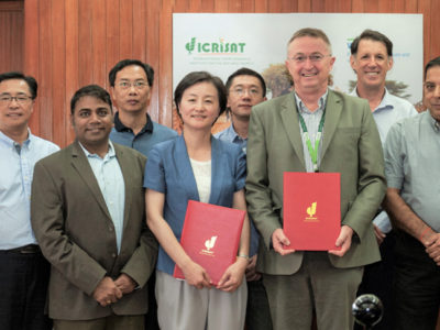 Signing of MoU between ICRISAT and Zhejiang Academy of Agricultural Sciences (ZAAS). Photo: Anjaiah Balammola