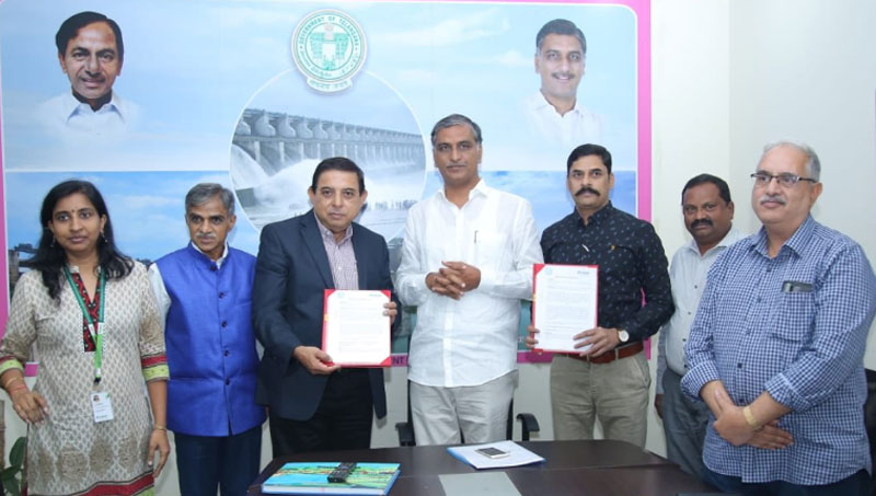 (L-R) Smt Jayashree Balasubramanian, Dr Sreenath Dixit, Dr Kiran K Sharma, Deputy Director General (Acting), ICRISAT, Mr Harish Rao Thanneeru, Minister for Irrigation, Marketing and Legislative Affairs, Government of Telangana, Mr G Malsur, Commissioner Common Area Development Authority, Ministry of Irrigation, Mr Sridhar Rao Deshpande OSD to Ministry.