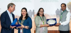 Dr Mamta Sharma (L) and Dr Pooja Bhatnagar-Mathur (R) receiving the Doreen Margaret Mashler Award from Dr Kerby and Dr Mohapatra, respectively. Photo: PS Rao ICRISAT