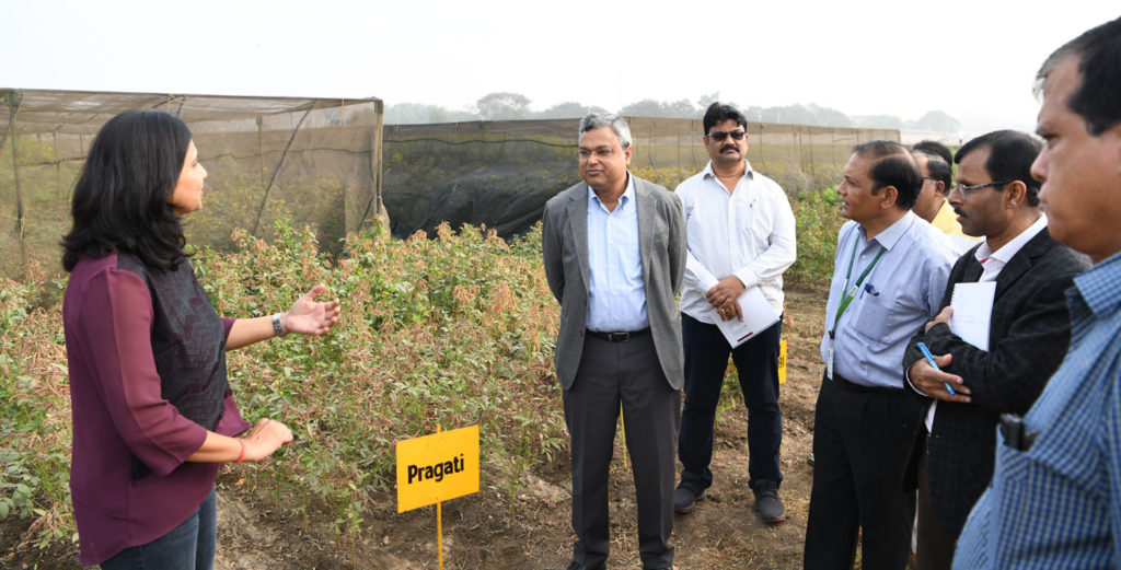 Dr Saurabh Garg, Principal Secretary, Department of Agriculture, Government of Odisha, interacting with ICRISAT scientists.
