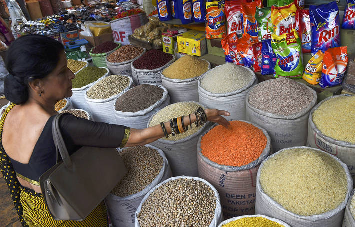 Pulses for sale in Karachi, Pakistan.