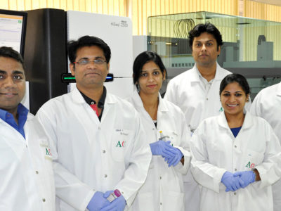 Dr Rajeev Varshney (1st left) and Dr Manish Pandey (2nd left) with other researchers at ICRISAT. Photo: ICRISAT