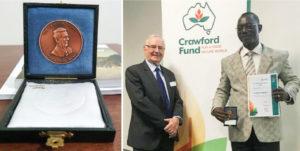 Dr Robert Zougmoré receives the Derek Tribe Award.
