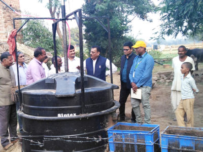 A biogas plant being demonstrated in Chitrakoot district. Photo: ICRISAT