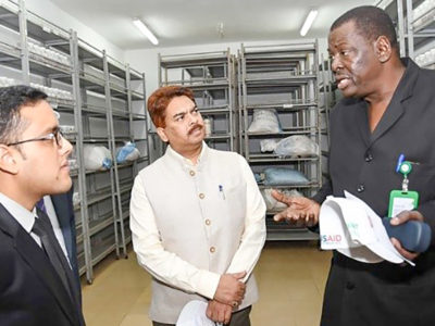 Dr Ramadjita Tabo (right) interacting with Mr Anjani Kumar (Center) at ICRISAT-Mali.