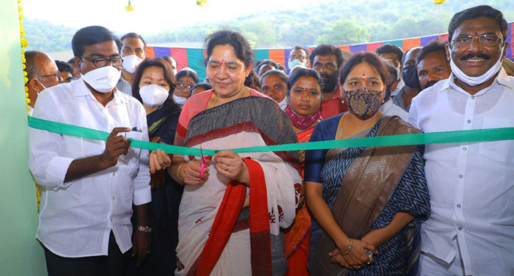 Ms Satyavathi Rathod, Minister for Scheduled Tribes, Women and Child Welfare of India's Telangana state, inaugurating a women-led processing unit. Photo: ICRISAT